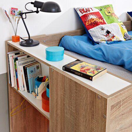 шкаф у кровати чердака